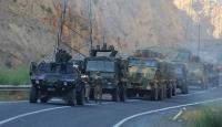 Hakkaride 4 askeri üs bölgesine teröristlerden taciz ateşi