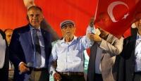 95 yaşında demokrasi nöbeti tutuyor