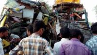 Okul otobüsüyle kamyon çarpıştı: 10 ölü, 33 yaralı