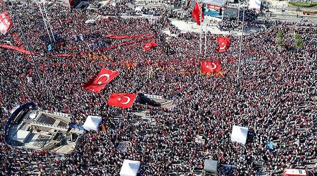 Darbe girişimi Taksim Meydanında protesto edildi