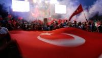 İstanbulda coşkulu demokrasi nöbeti