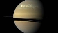 Satürn'de Dev Kasırga