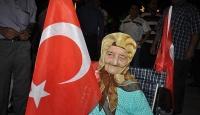 """113 yaşındaki Ayşe nine """"demokrasi nöbeti"""" tuttu"""