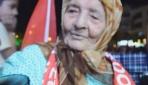 113 yaşındaki Ayşe nine demokrasi nöbetinde