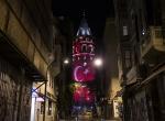 Galata Kulesi kırmızı beyaz