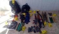 Vanda PKKya ait çok sayıda silah ve mühimmat bulundu