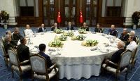 Cumhurbaşkanı Erdoğan, YAŞ üyelerine yemek verdi