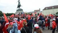 Avusturyadaki bayrak yasağına tepkiler büyüyor