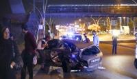 Ankarada aynı yönde ilerleyen iki otomobil çarpıştı