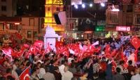 Sabah namazını Cumhuriyet Meydanında kıldılar