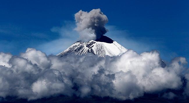 Popocatepetl Yanardağı yeniden faaliyete geçti