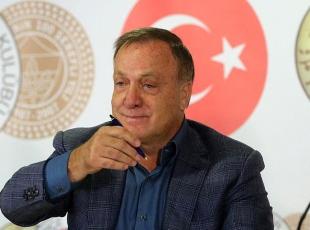 Fenerbahçede Advocaat imzayı attı