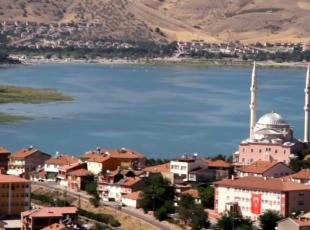 Doğudaki tatilcilerin gözdesi: Hazar Gölü