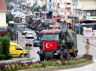 Sınır bölgesine tank ve zırhlı araç sevkiyatı başladı