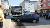 Otomobil ile otobüs çarpıştı: 10 yaralı