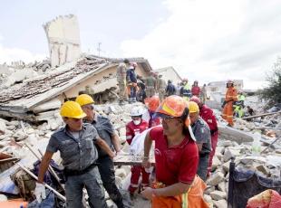 İtalyadaki depremde ölenlerin sayısı 247ye çıktı