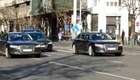 Merkelin konvoyunda şüpheli araç