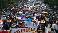 Meksikada protestocu binlerce öğretmenin işine son verilecek