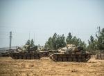 Tank ve zırhlı personel taşıyıcıların sınırdaki bekleyişi sürüyor