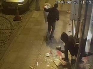 Hırsızlık anı kameralara yansıdı