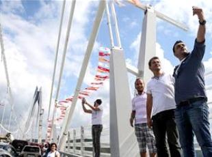 Yavuz Sultan Selim Köprüsü renkli görüntülere sahne oldu