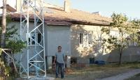 Evinin elektrik ihtiyacını rüzgar türbiniyle karşılıyor