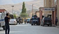 Teröristler güvenlik güçlerine saldırdı: 2 asker yaralı