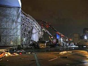 AKMde tören için kurulan platform yıkıldı