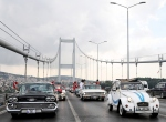 Klasik otomobiller zafer ve demokrasi konvoyu oluşturdu