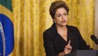 Rousseff görevden azledildi