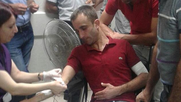 Belediye işçilerinin aksattığı işi yapan ekibe taşlı saldırı