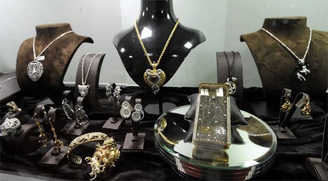 1 milyon dolarlık mücevher çalındı!