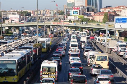 Trafiğe kayıtlı 22 milyondan fazla araç var