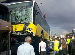İstanbuldaki metrobüs kazası güvenlik kamerasında