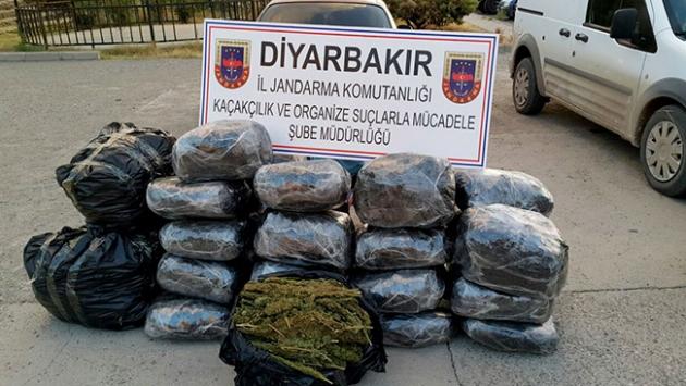 Diyarbakırda 345 kilo esrar ele geçirildi