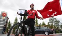 Darbe girişimine tepki için Almanyadan bisikletle Ankaraya geldi