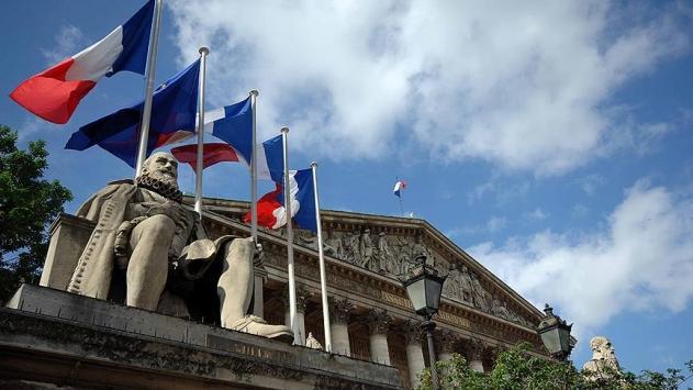 Fransa, 3 kişi ve 9 şirketin mal varlığını dondurdu