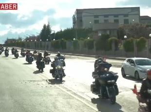 Motosiklet tutkunları Gaziler Sürüşünde