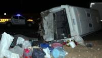 Suriyelileri taşıyan midibüs, tırla çarpıştı