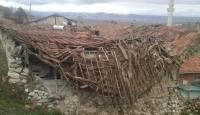 Tadilat yapılan evin çatısı çöktü