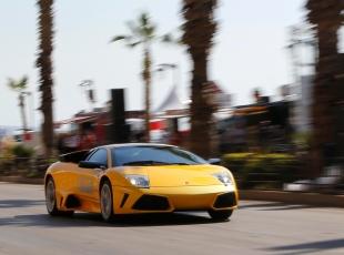 Süper arabalar yarıştı