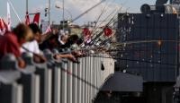 Galata Köprüsünda balık tutma yarışması