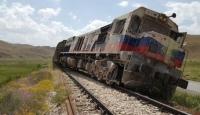 Vanda yük trenine bombalı saldırı