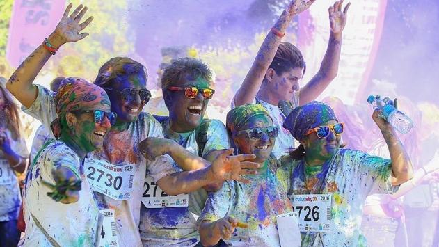 İzmirde renkli koşu festivali düzenlendi