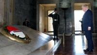 İngiltere Dışişleri Bakanı Johnson Anıtkabiri ziyaret etti