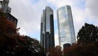 Deutsche Bank borsada mum gibi eridi