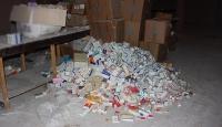 Tarihi geçmiş yüzlerce kutu ilaç ele geçirildi
