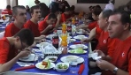 Aşçı adayları yemeklerini 'down sendromlu' çocuklarla paylaştı