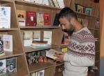 Üniversite öğrencileri, kitap okutmak için kafe açtı