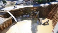 Ankarada patlayan su boruları göçüğe sebep oldu